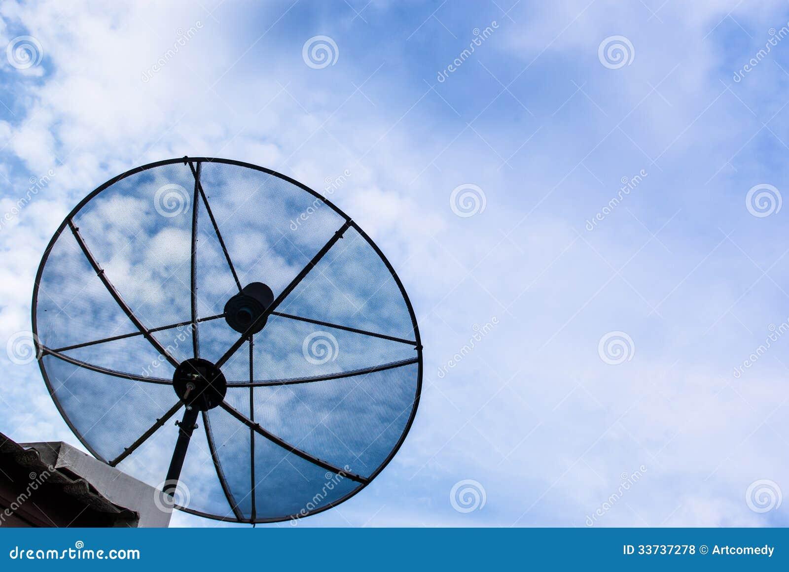 Спутниковая антенна-тарелка для сообщения