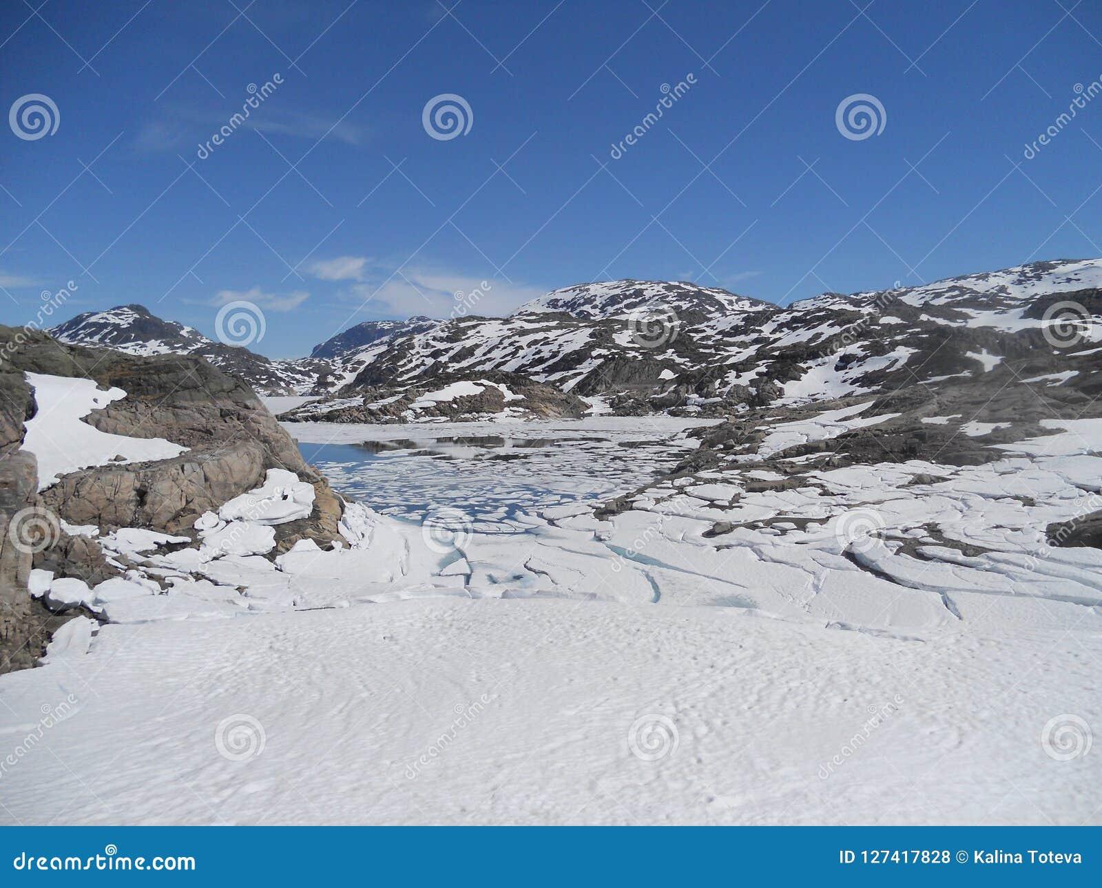 Среди снежных гор Норвегии