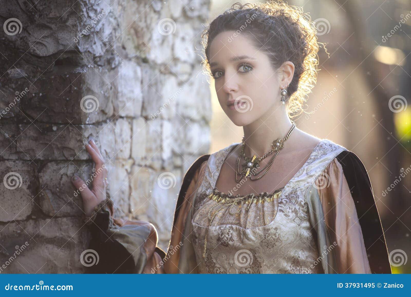Средневековая женщина