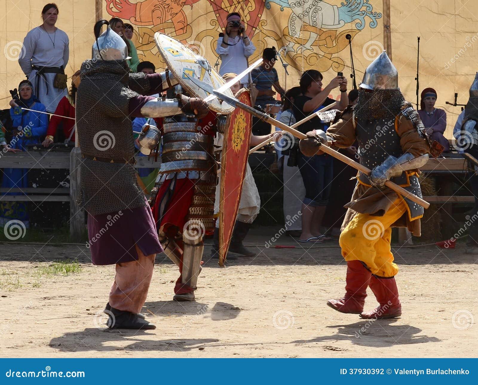 Средневековый бой ратников