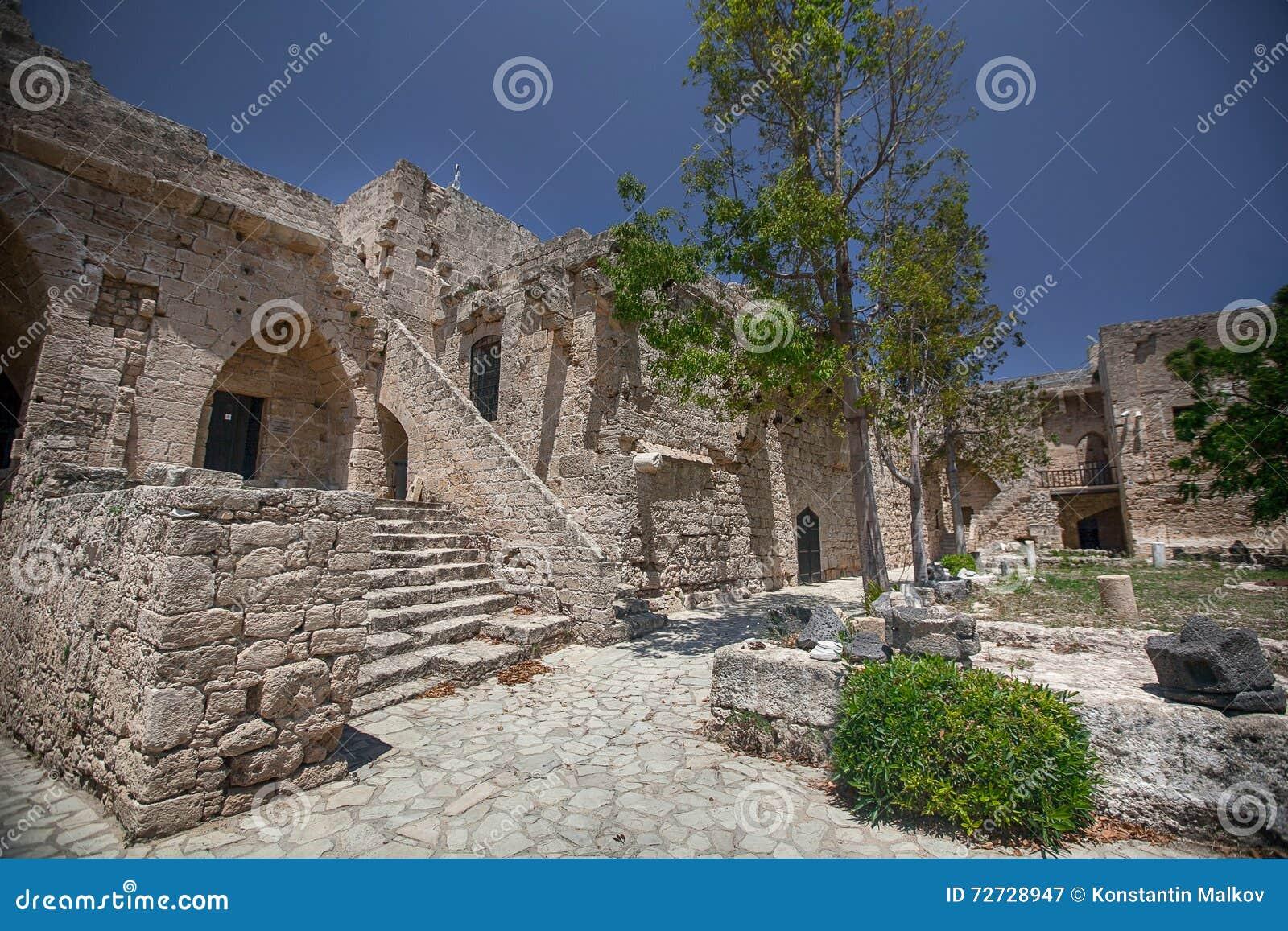 Средневековый замок и старая гавань в Kyrenia, Кипре
