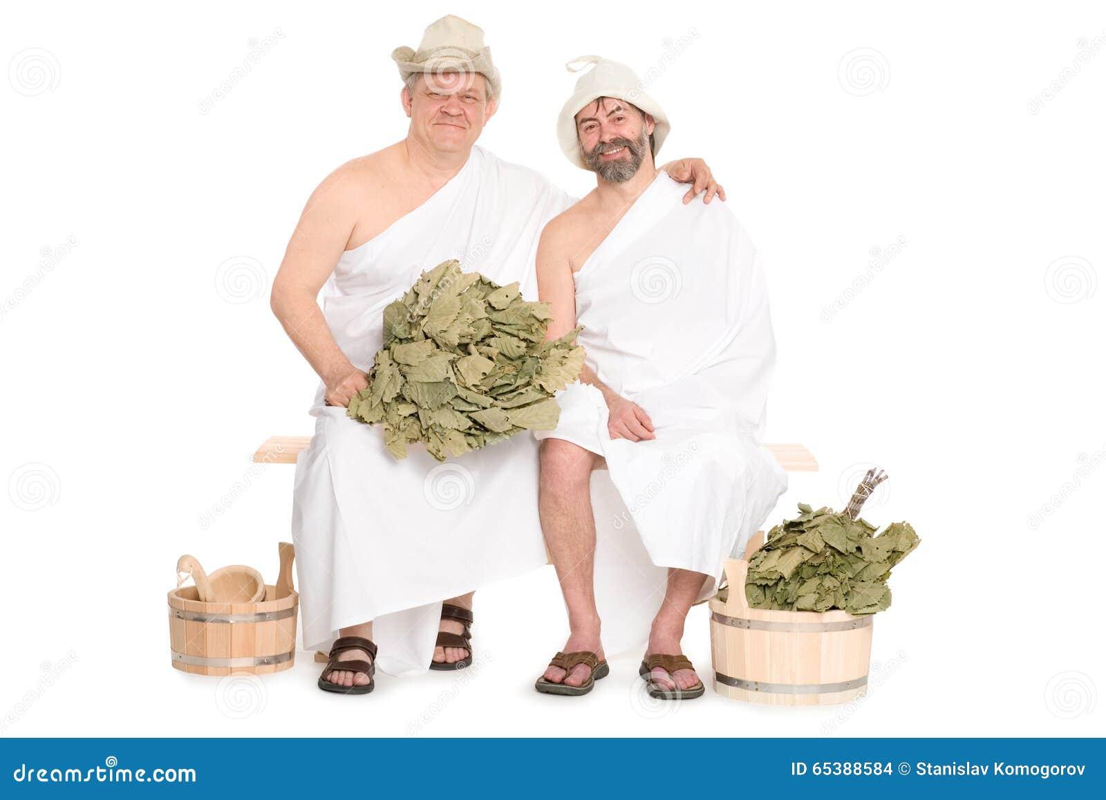 2 средн-постаретых люд в традиционной русской сауне