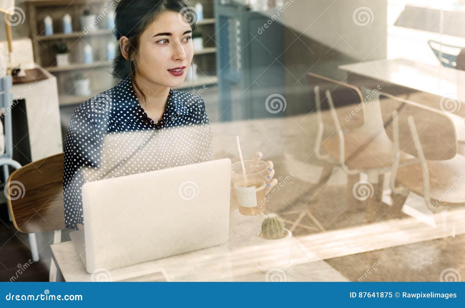 Средства массовой информации вскользь кафа женщины социальные ослабляют концепцию