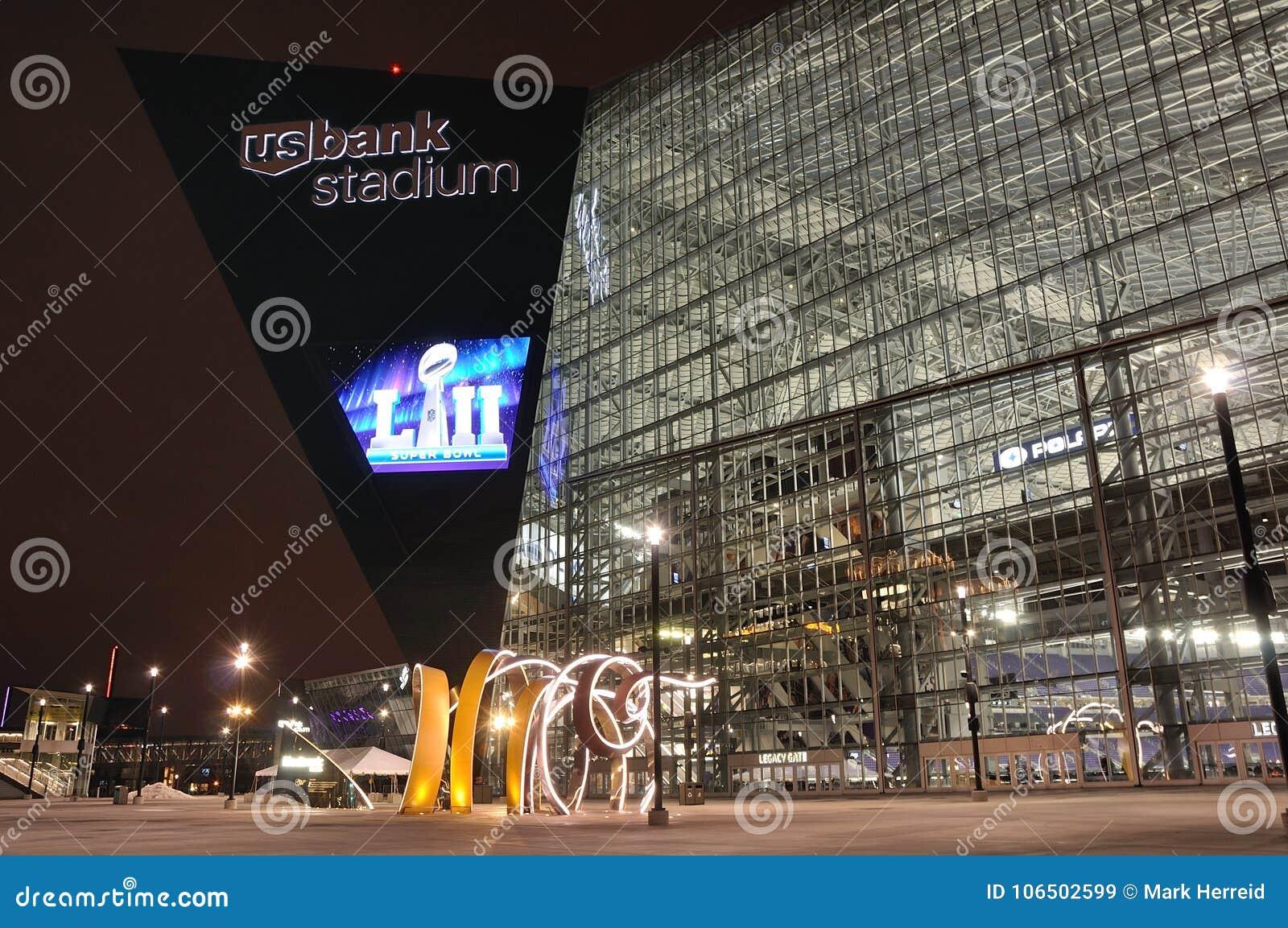 Стадион банка Минесоты Викингов США в Миннеаполисе на ноче, месте Супер Боул 52