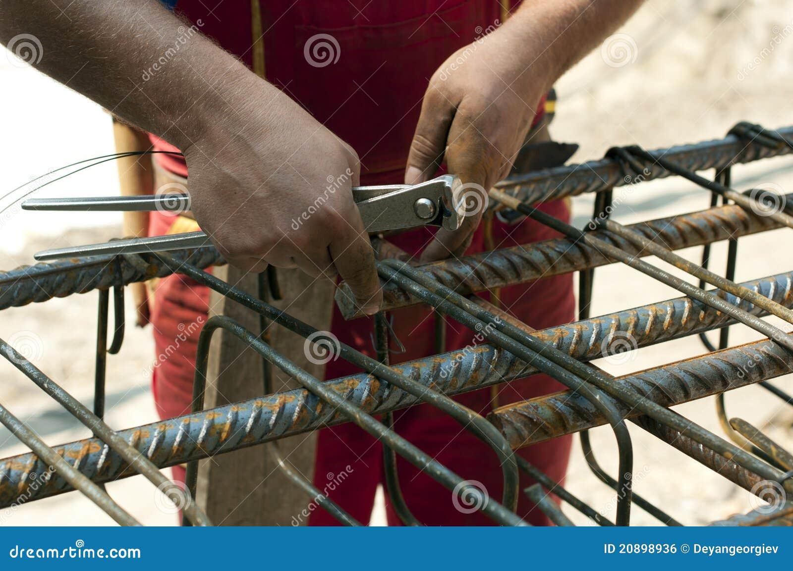 сталь конструкции усиливая связывает работника