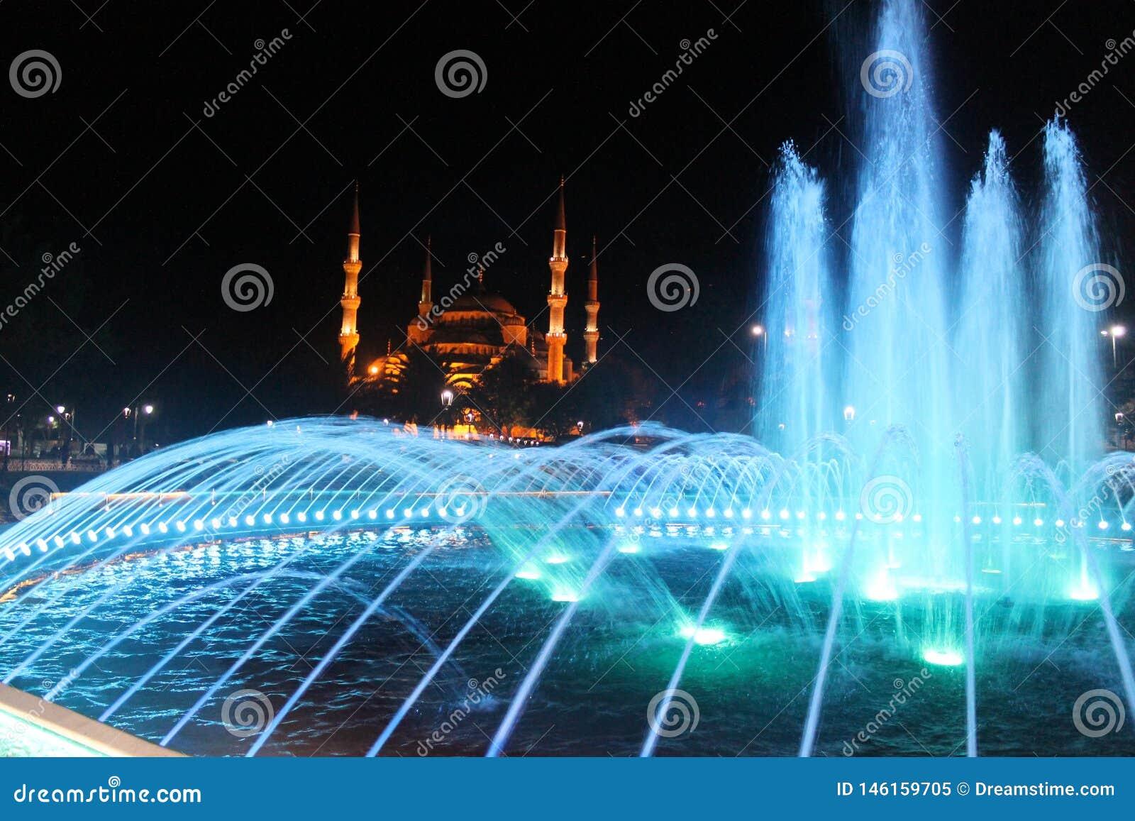 Стамбул - красочный фонтан