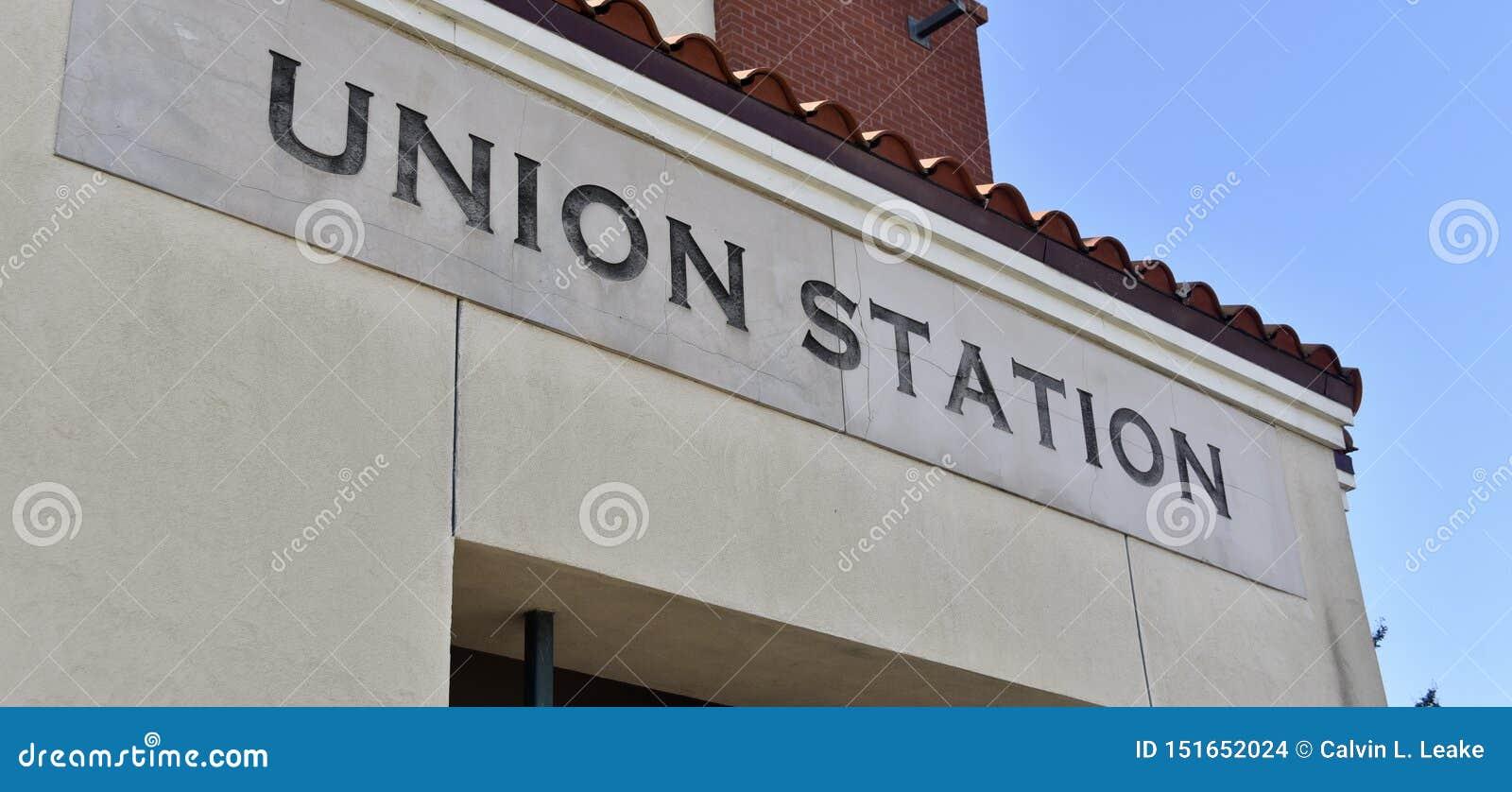 Станция соединения улавливая езду через поезд, автобус, Uber или Lyft