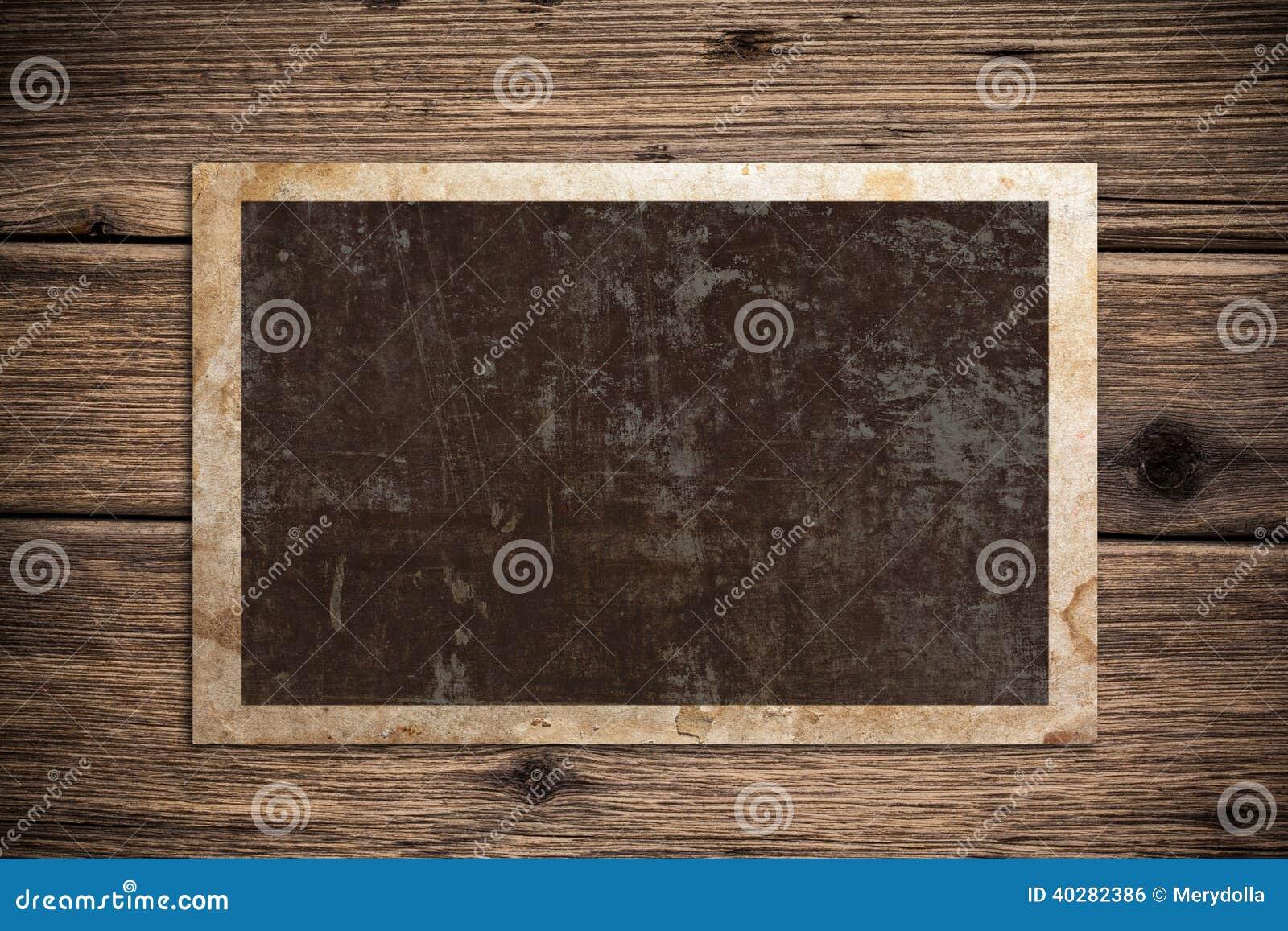 Старая бумага на древесине