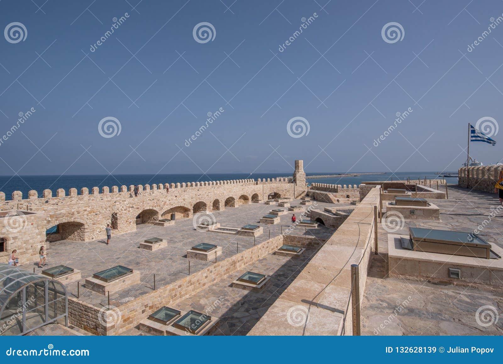 Старая венецианская крепость в городке ираклиона, Крит Koules Верхняя часть v