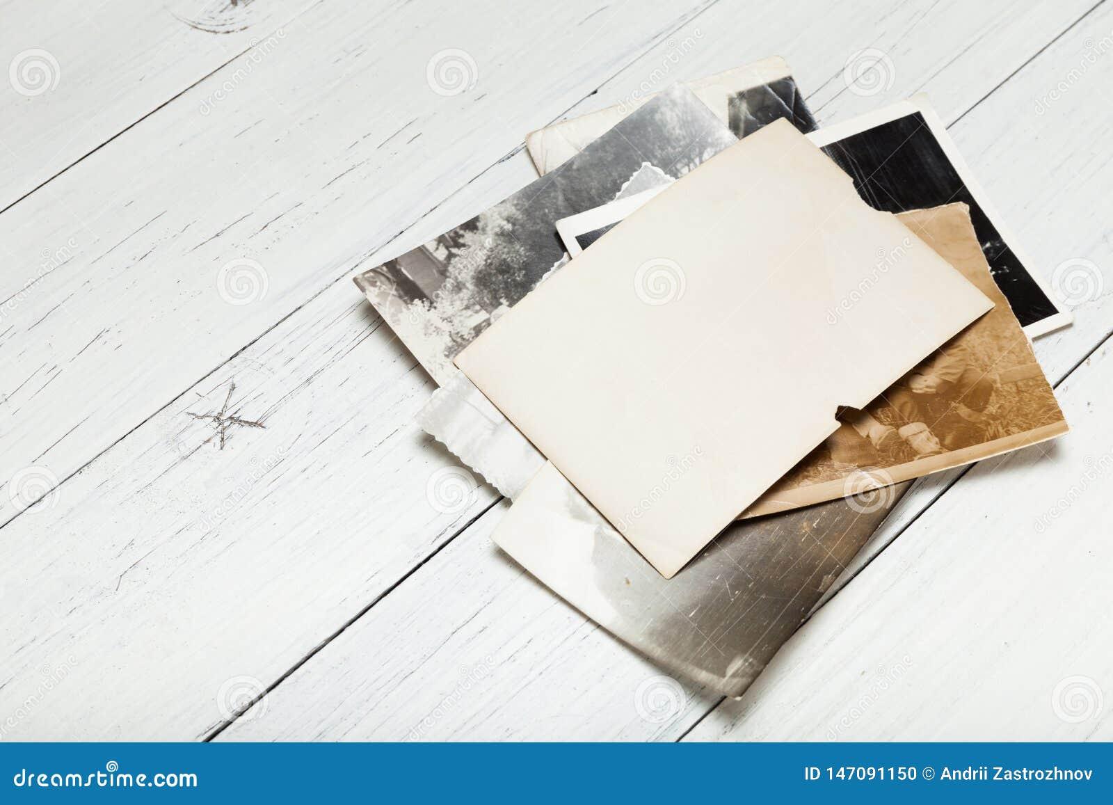 Старая винтажная рамка фото, пробел бумаги фильма