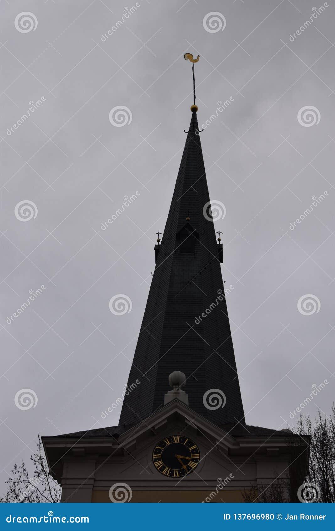 Старая голландская церковь в небольшой деревне