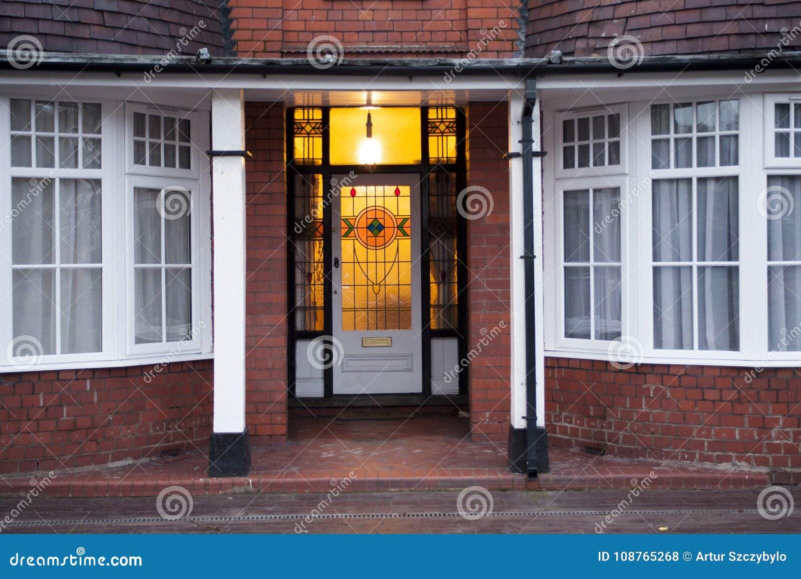 Старая дверь в Великобритании Вулверхэмптоне