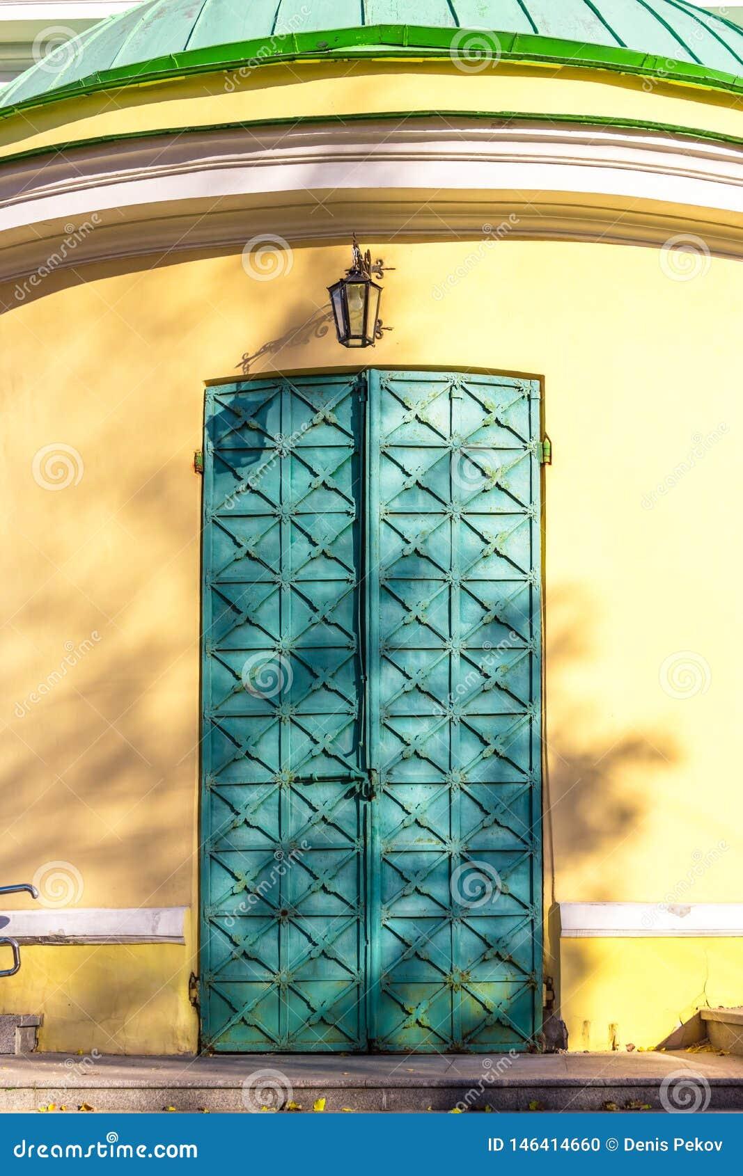 Старая дверь церков