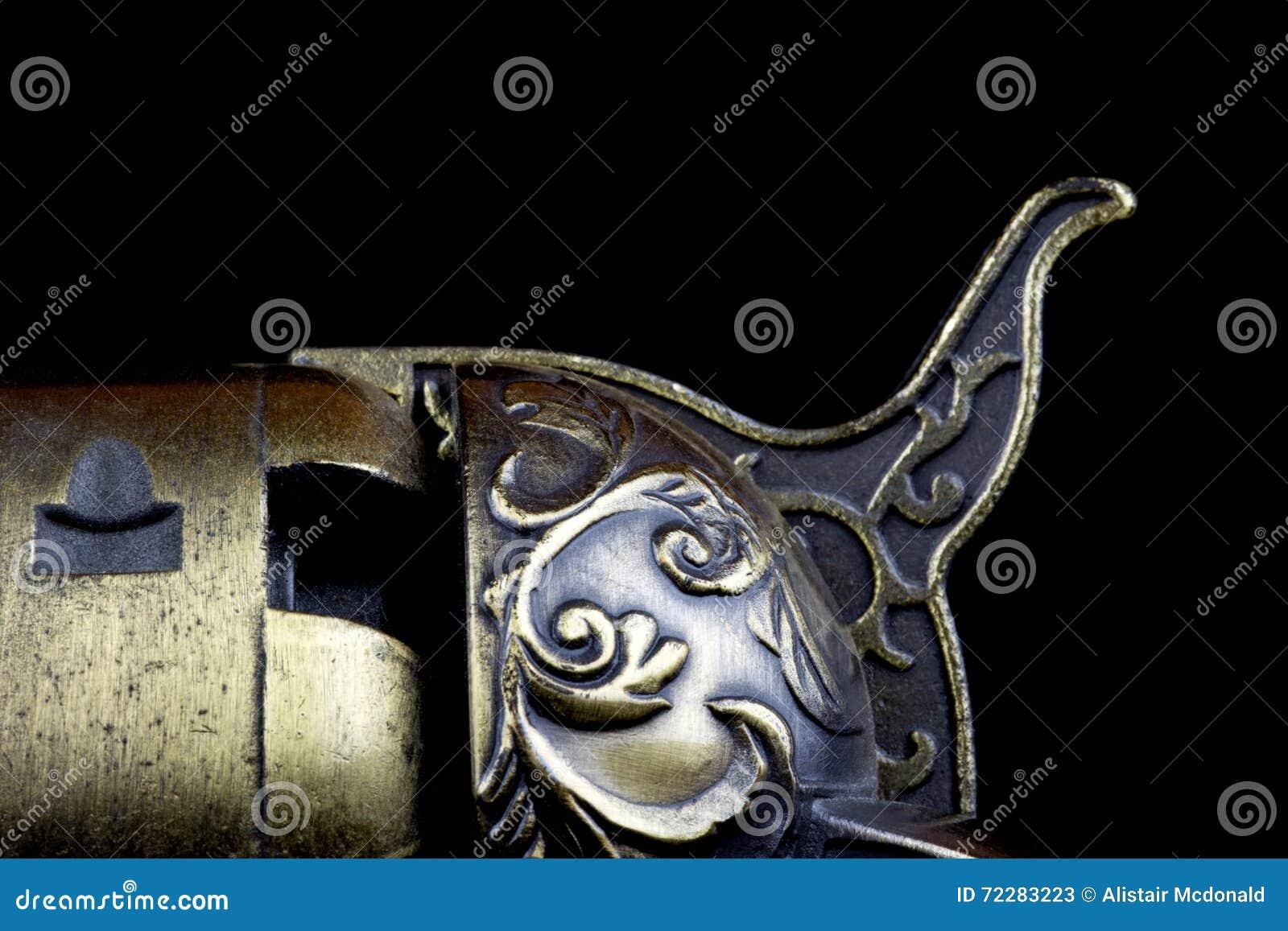 Download Старая деталь пистолета на черной предпосылке Стоковое Изображение - изображение насчитывающей черный, предмет: 72283223