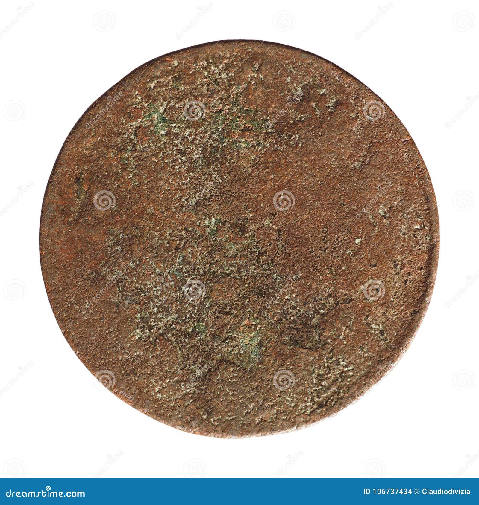 Старая заржаветая монетка изолированная над белизной