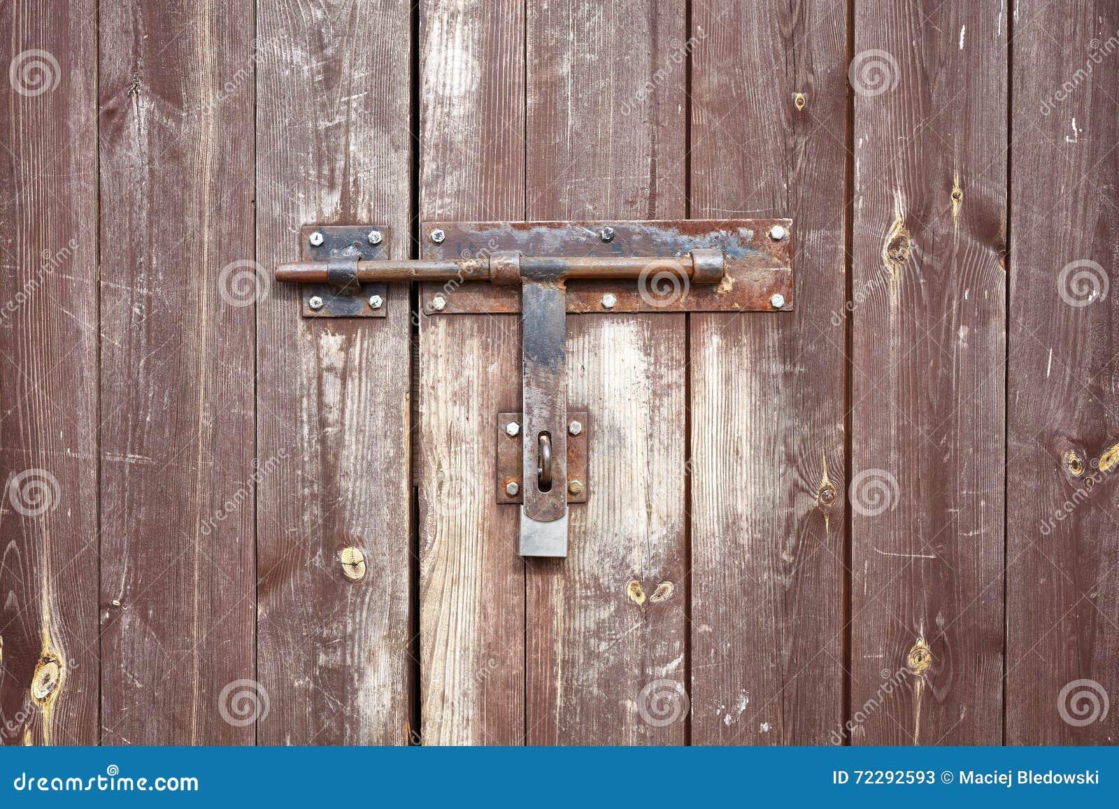 Download Старая накладка металла на старой деревянной двери Стоковое Изображение - изображение насчитывающей деревянно, безопасно: 72292593