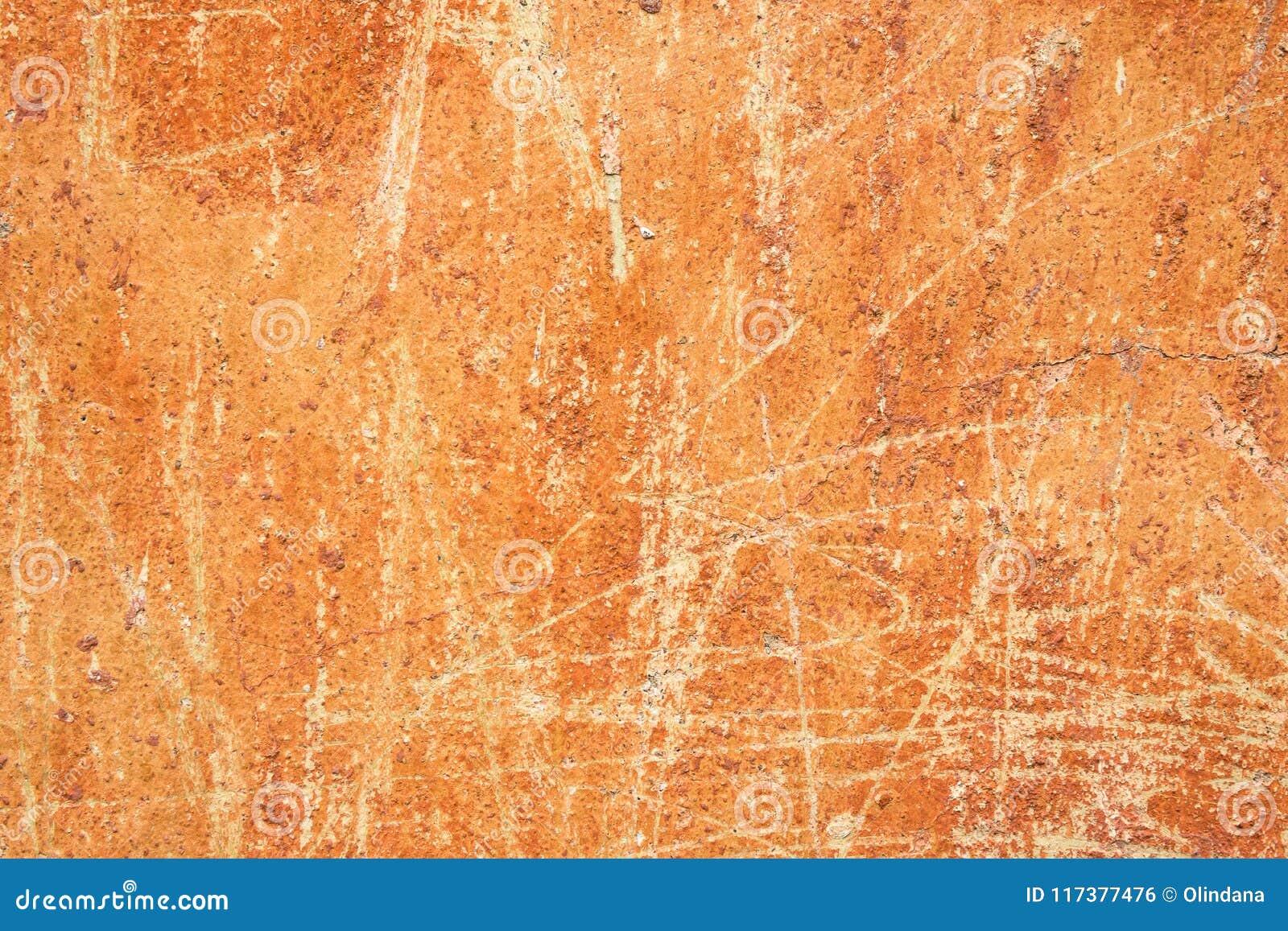 Старая огорченная поцарапанная откалыванная предпосылка терракоты охры ржавая с Grungy стеной текстуры Запятнанные цемент или пов
