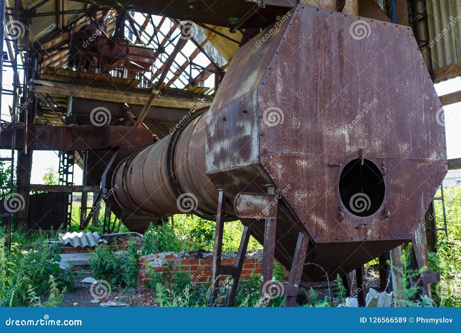 Старая покинутая фабрика Обрабатывать зерна