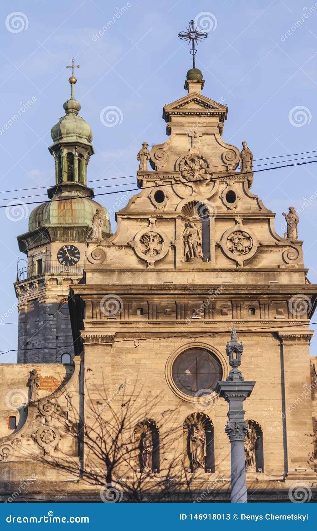 Старая религиозная община в центре Львова