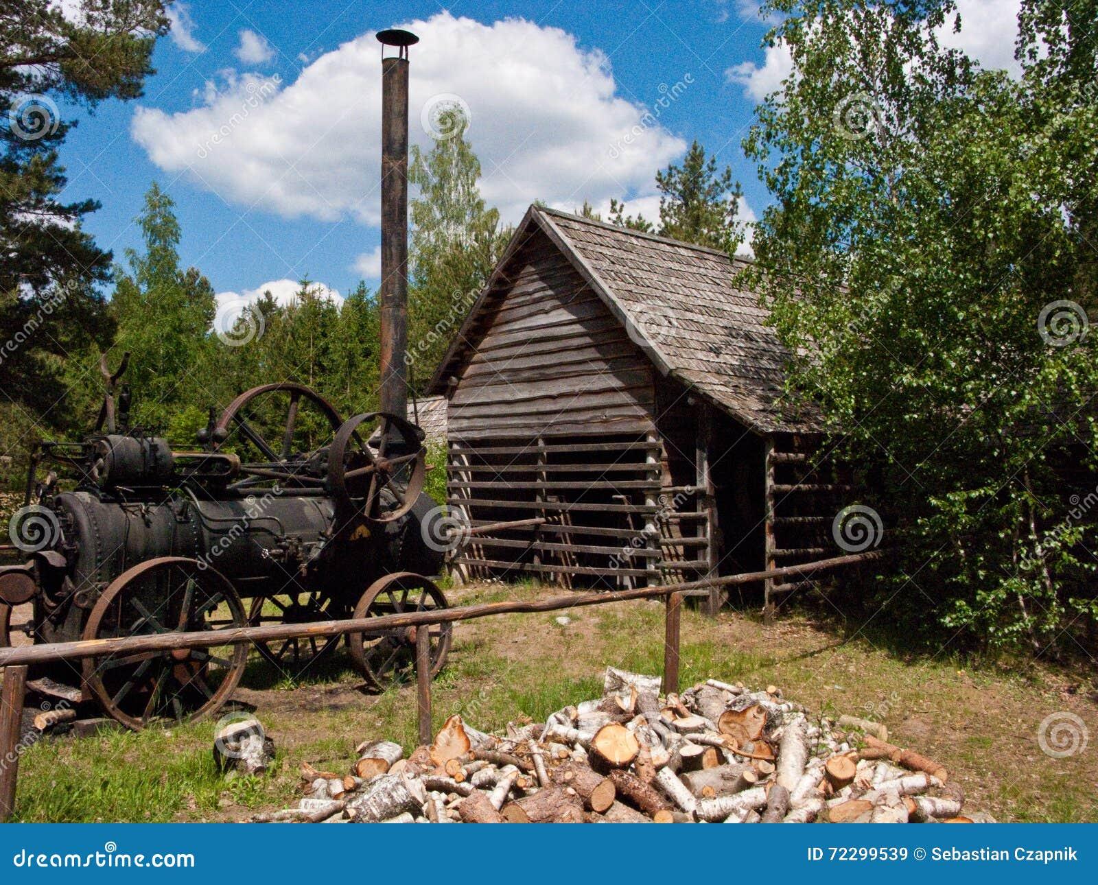 Download Старая хата Woodcutter в Wdzydze Kiszewskie Польше Стоковое Изображение - изображение насчитывающей ретро, где: 72299539