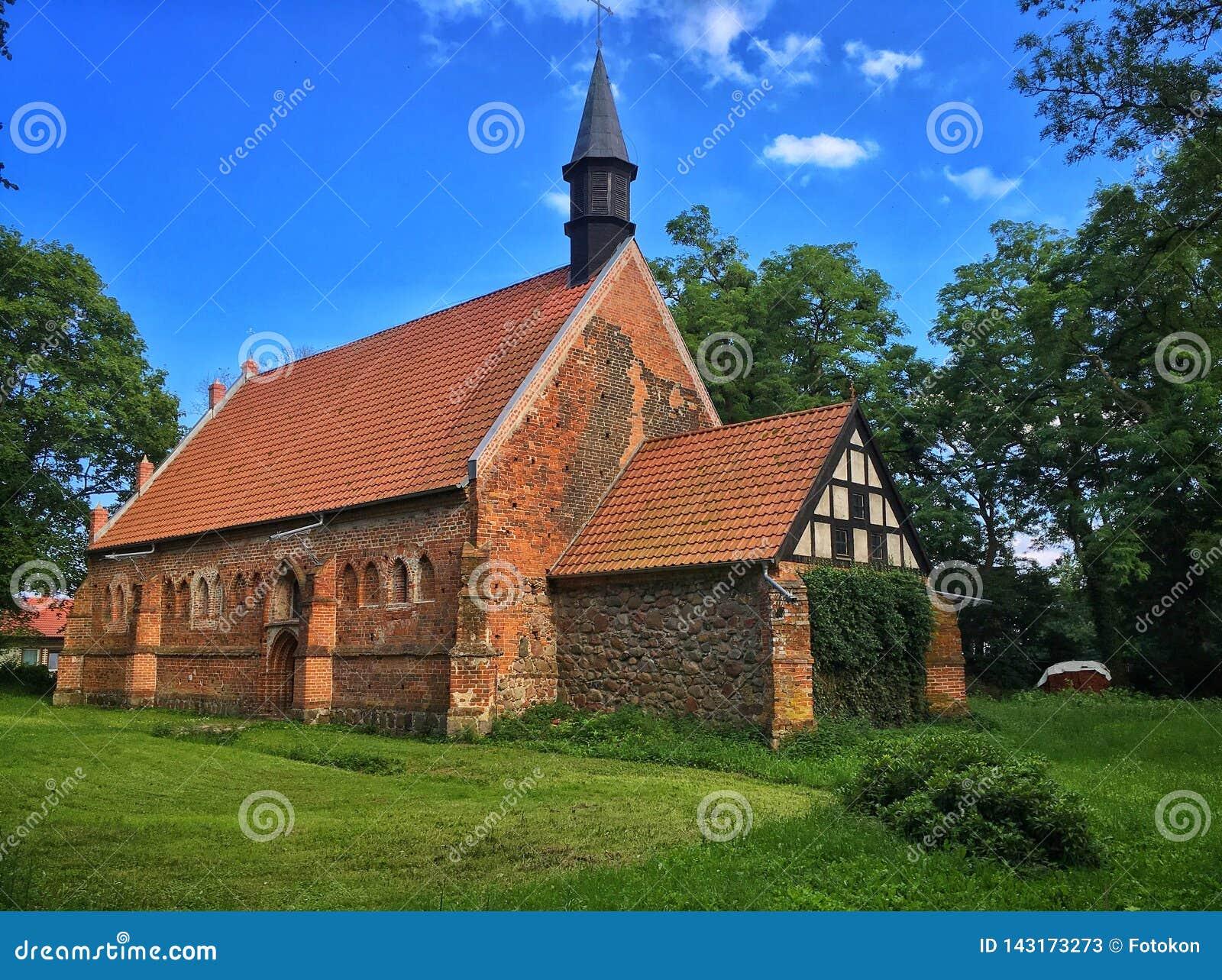 Старая церковь в Польше