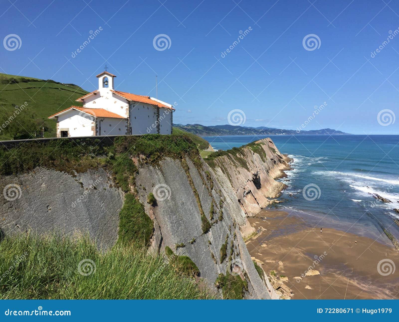 Download Старая церковь на скале стоковое изображение. изображение насчитывающей испания - 72280671