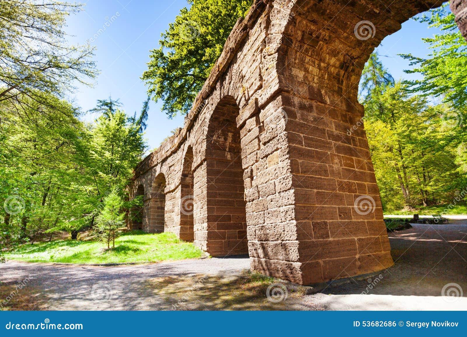 Старая часть мост-водовода в Bergpark около Касселя