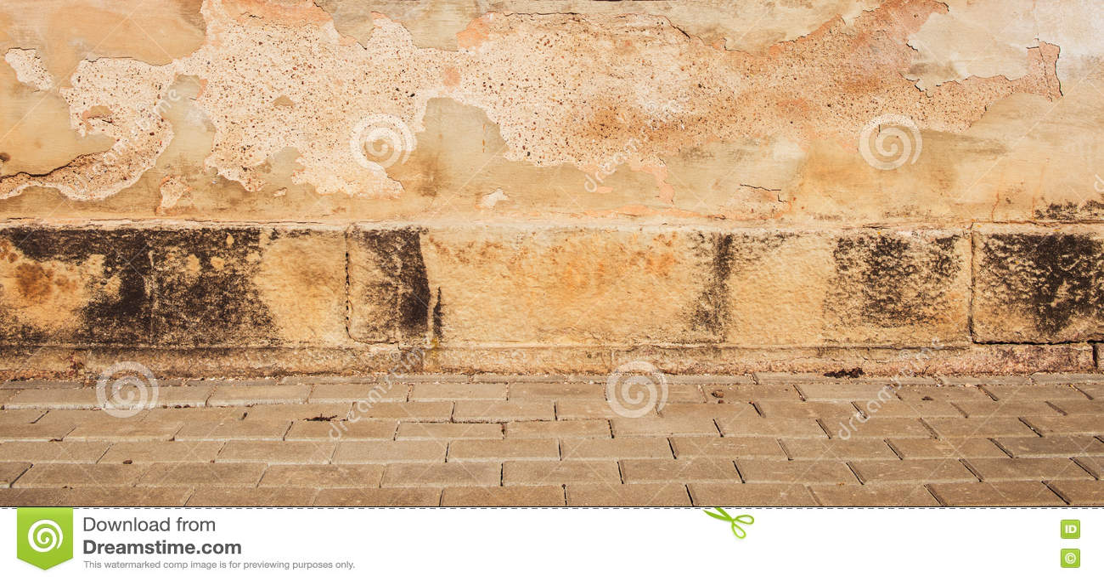 Download Старое желтое вид спереди стены улицы Стоковое Фото - изображение насчитывающей выстилка, экстерьер: 72277344