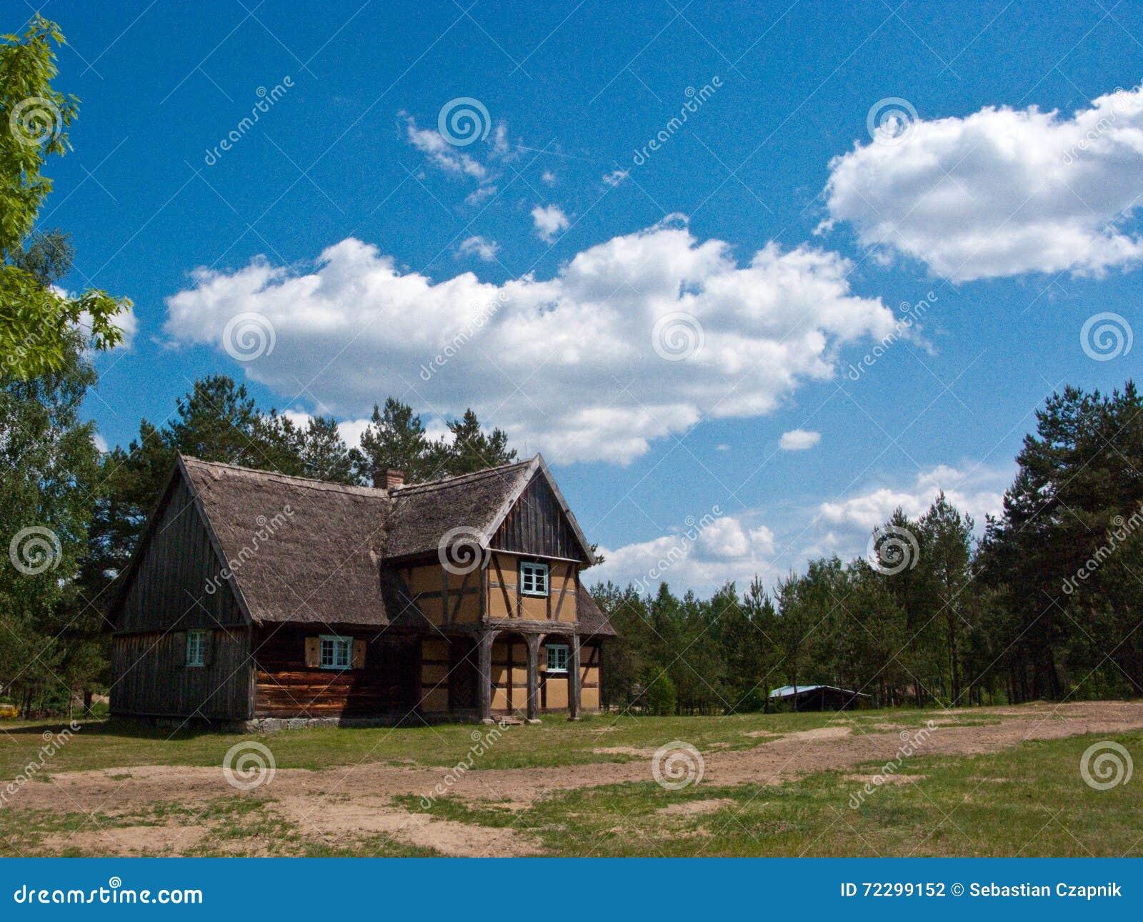 Download старое село Польши стоковое фото. изображение насчитывающей открыто - 72299152