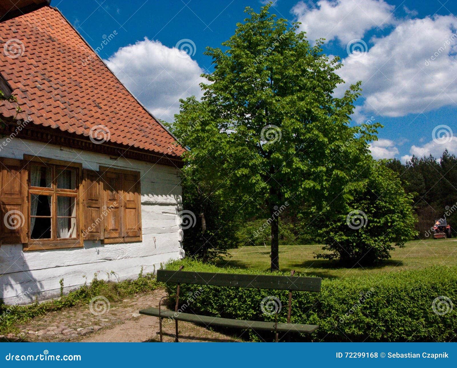 Download старое село Польши стоковое фото. изображение насчитывающей крыша - 72299168