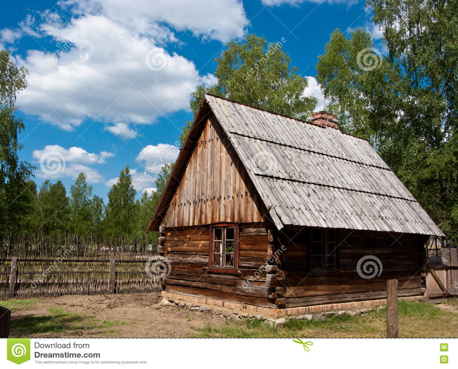 Download старое село Польши стоковое изображение. изображение насчитывающей журналы - 72299169