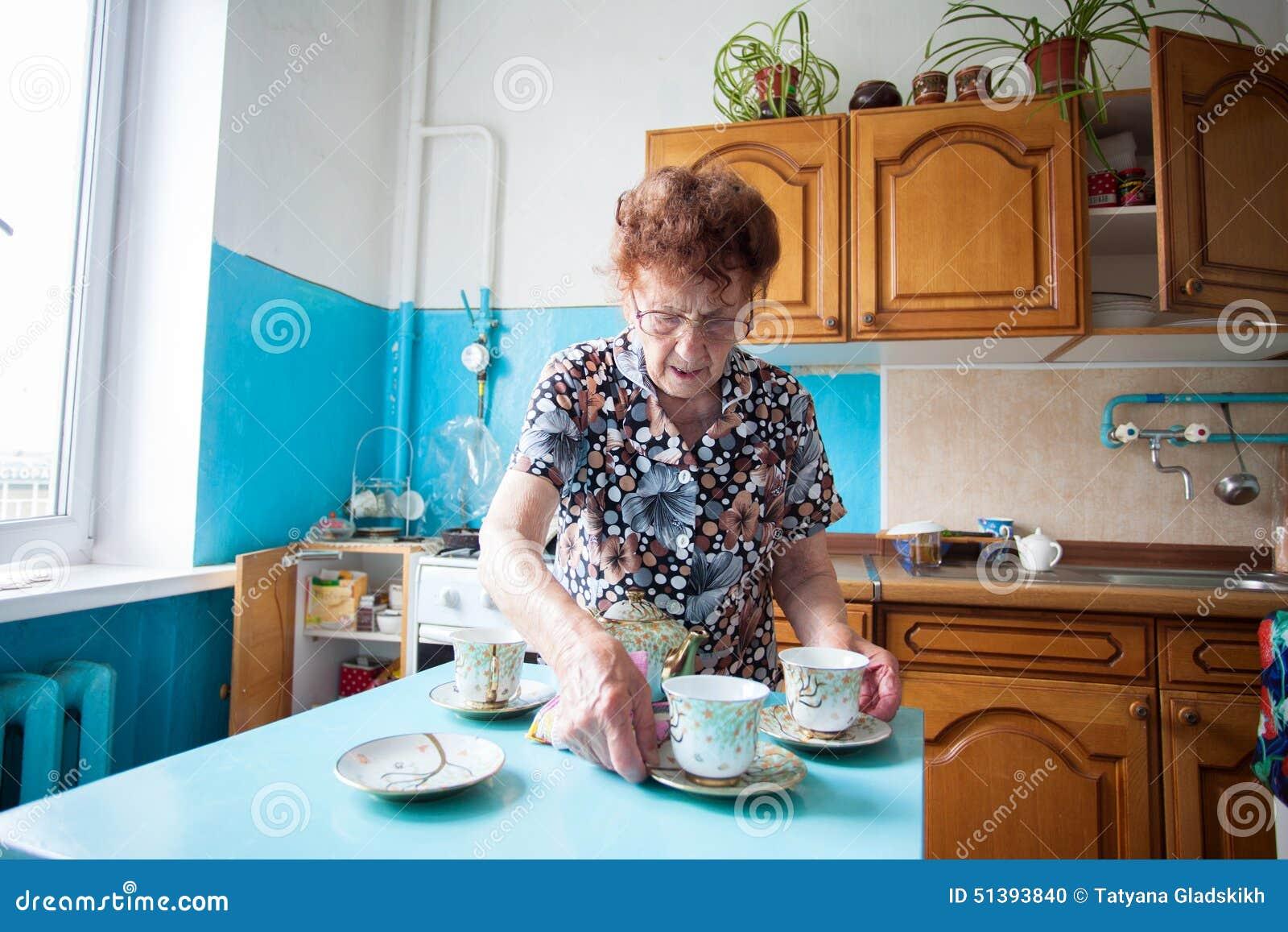 старухи на кухне