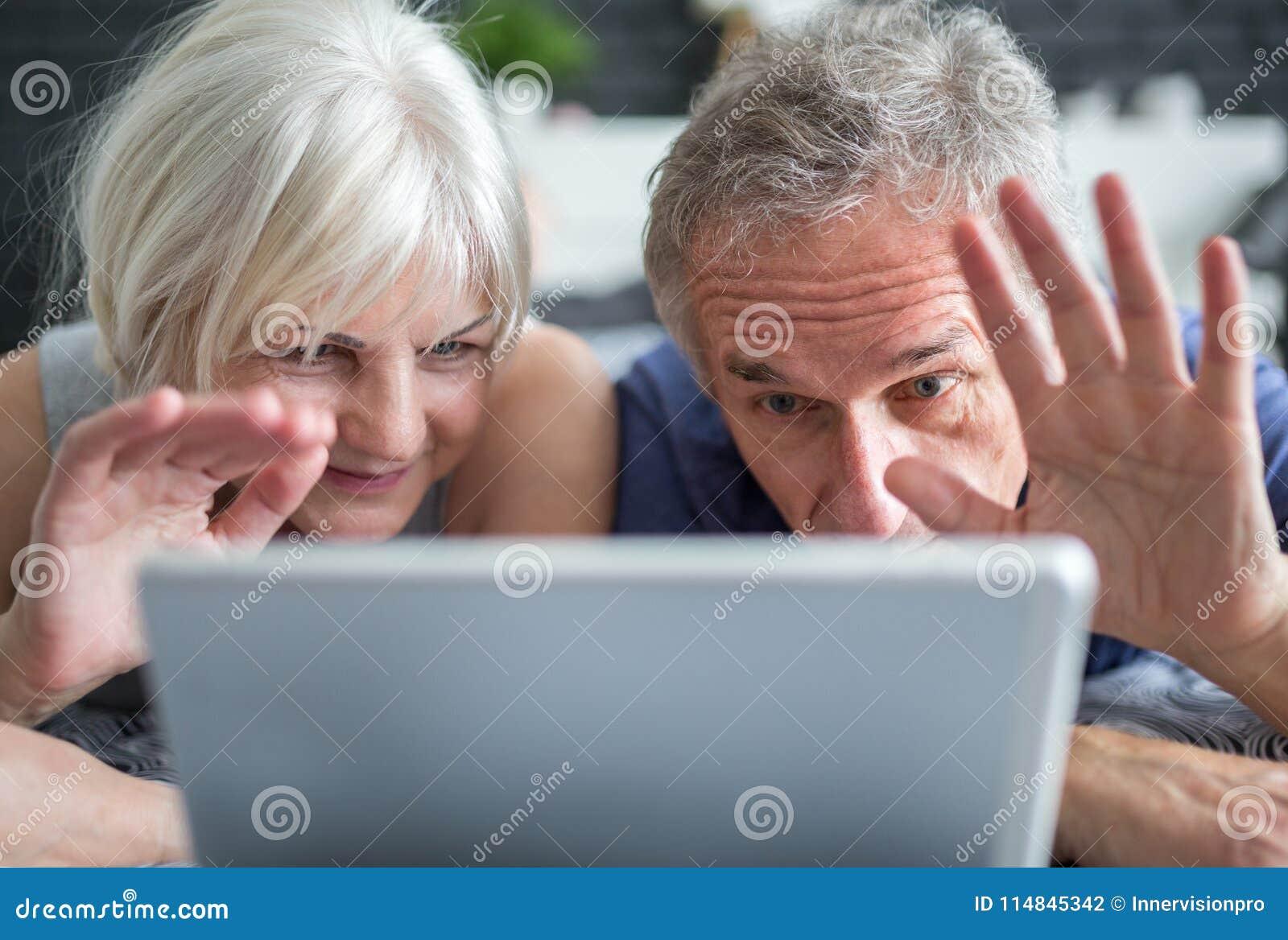 Старшее замужество имея видео- переговор на таблетке