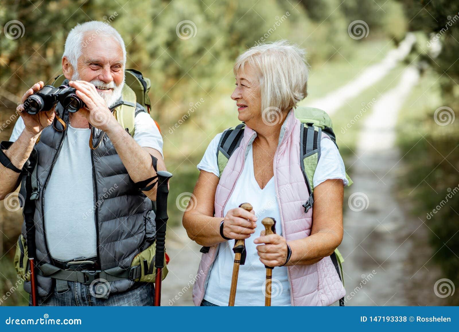 Старшие пары в лесе