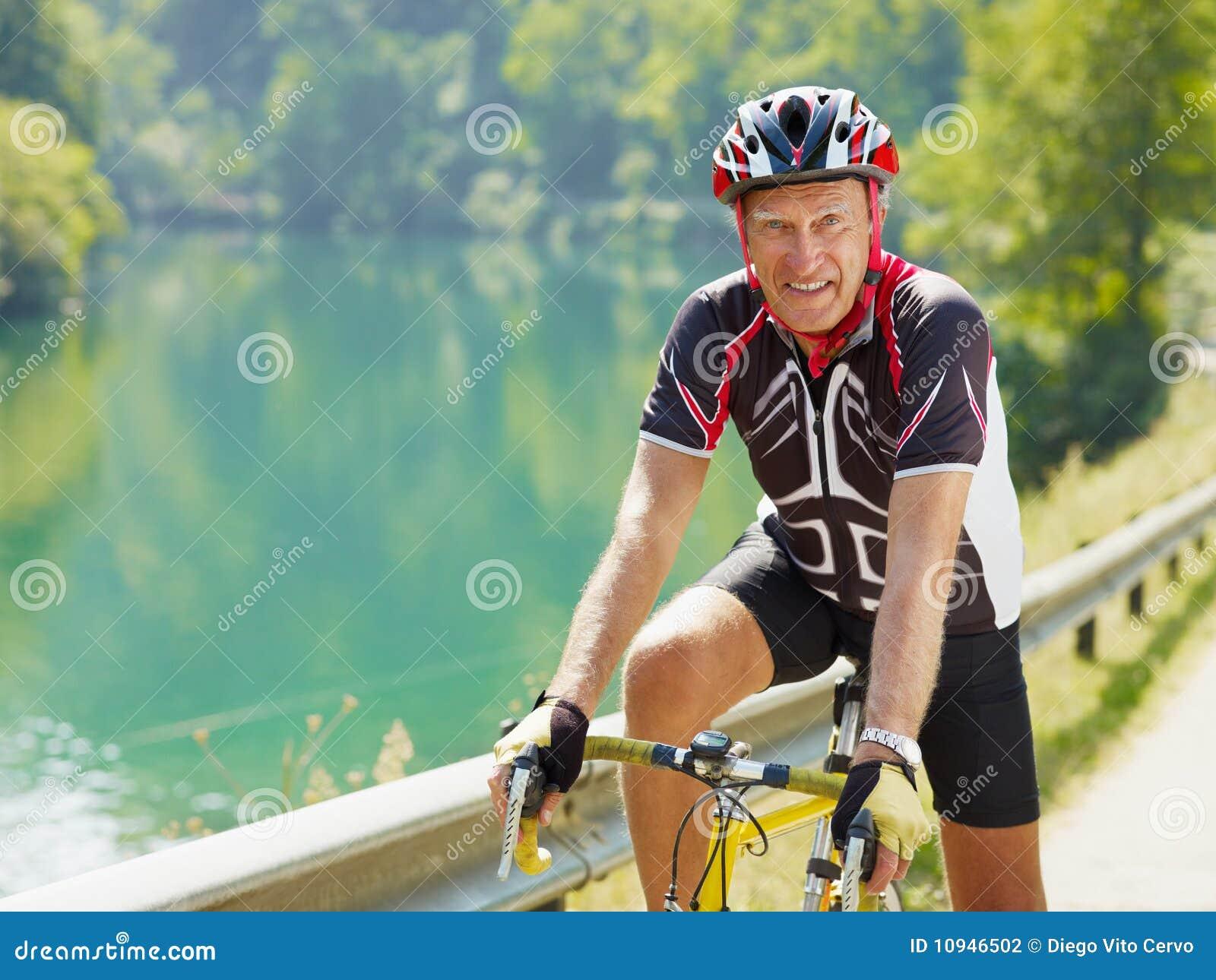 старший велосипедиста