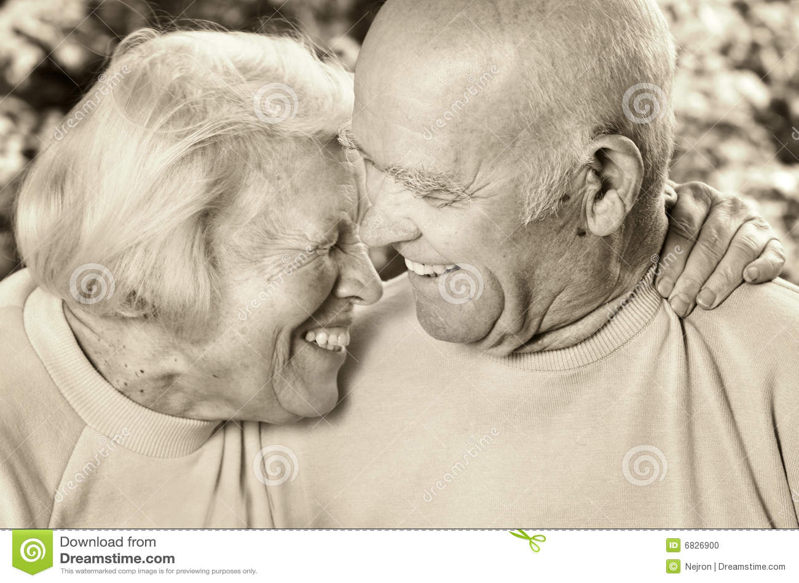 starie-dedi-trahayut-molodenkih-porno