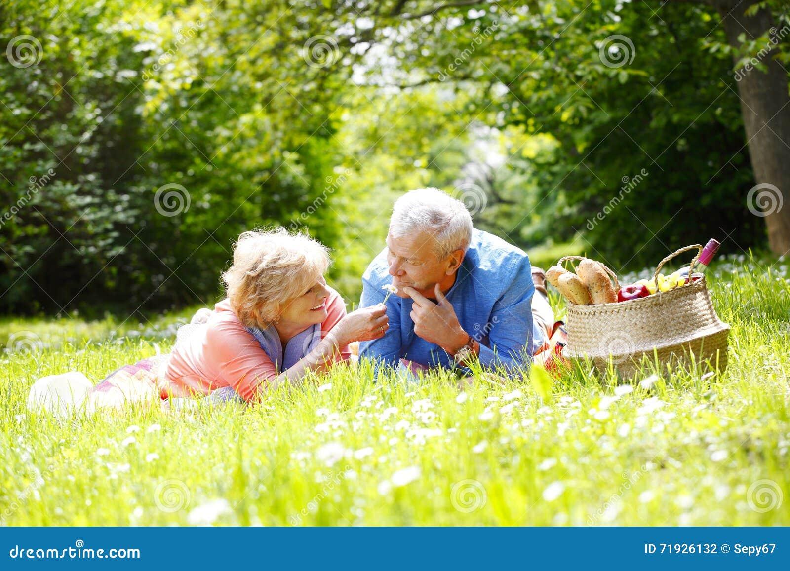 старший пар симпатичный