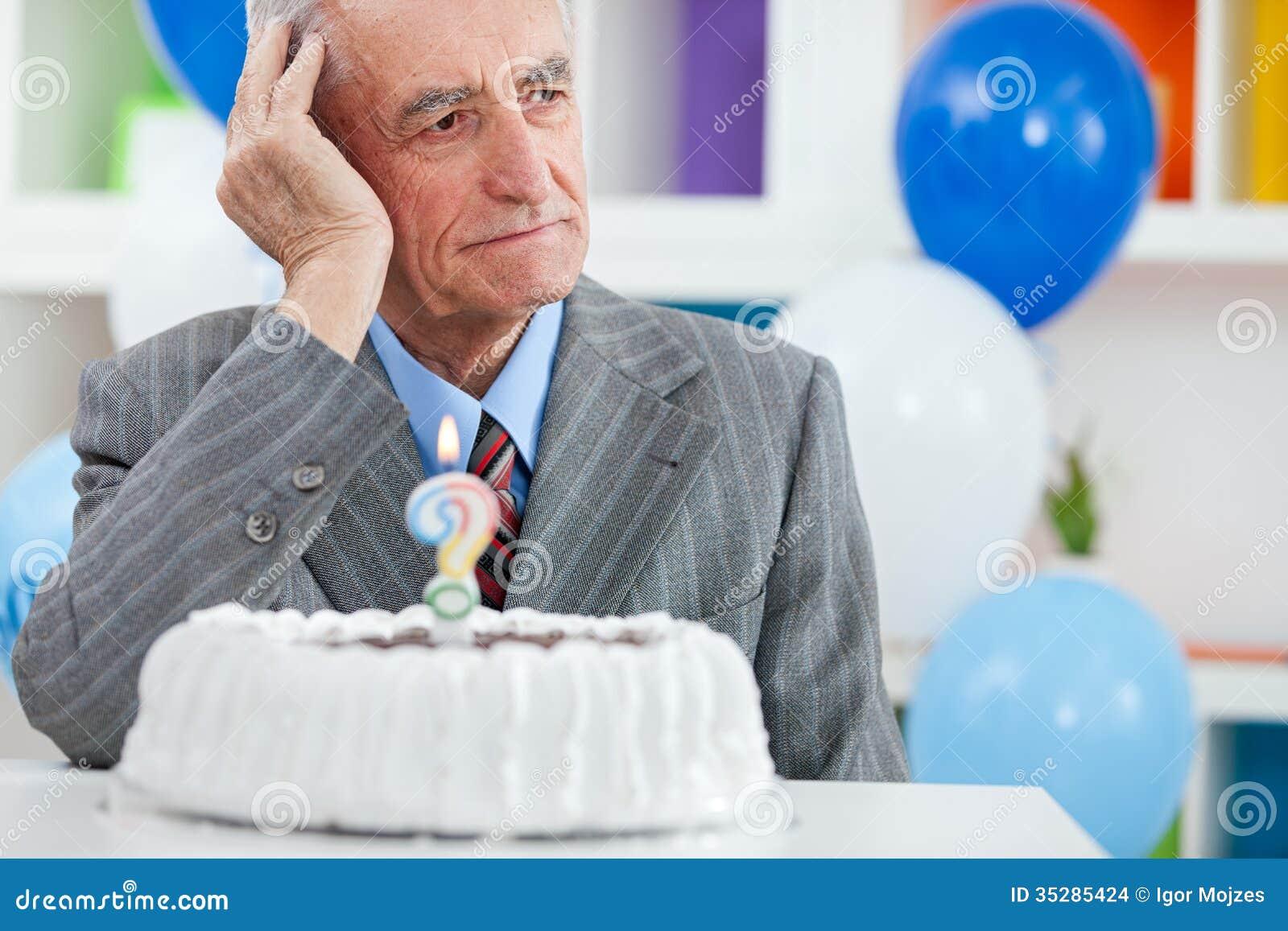 Старший человек забыл как старый