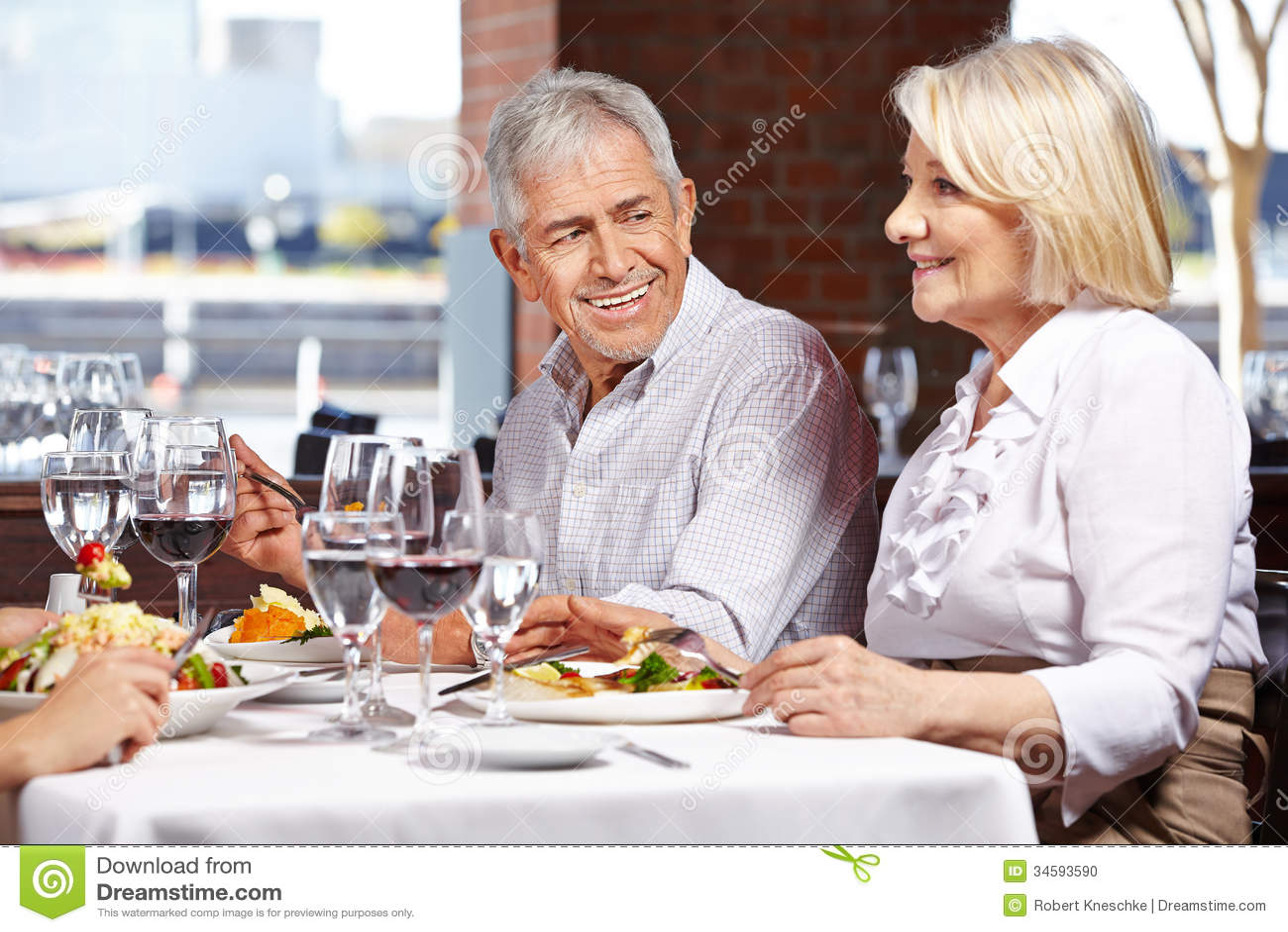 2 старшия есть вне