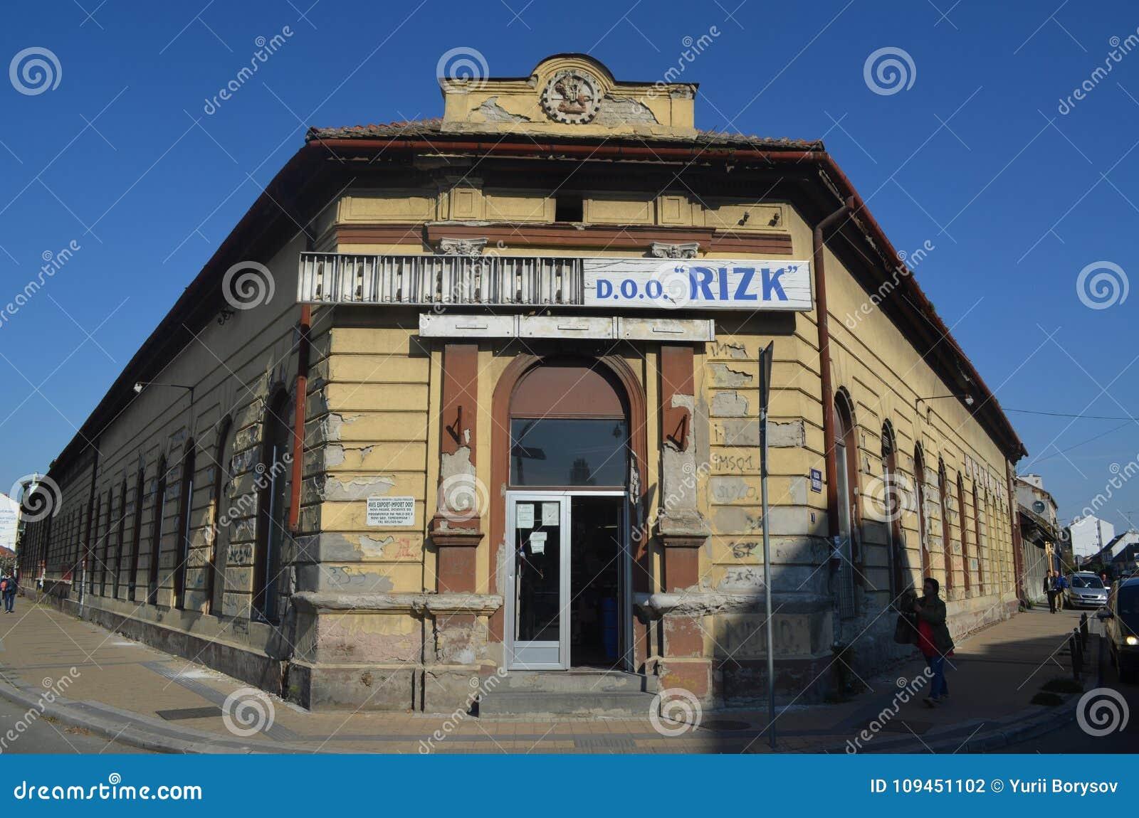 Старые здания Novi унылые, Сербия