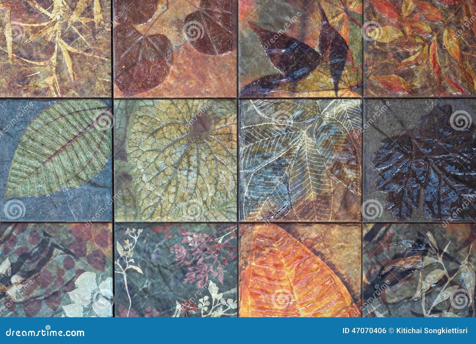 Старые картины керамических плиток стены от публики Таиланда