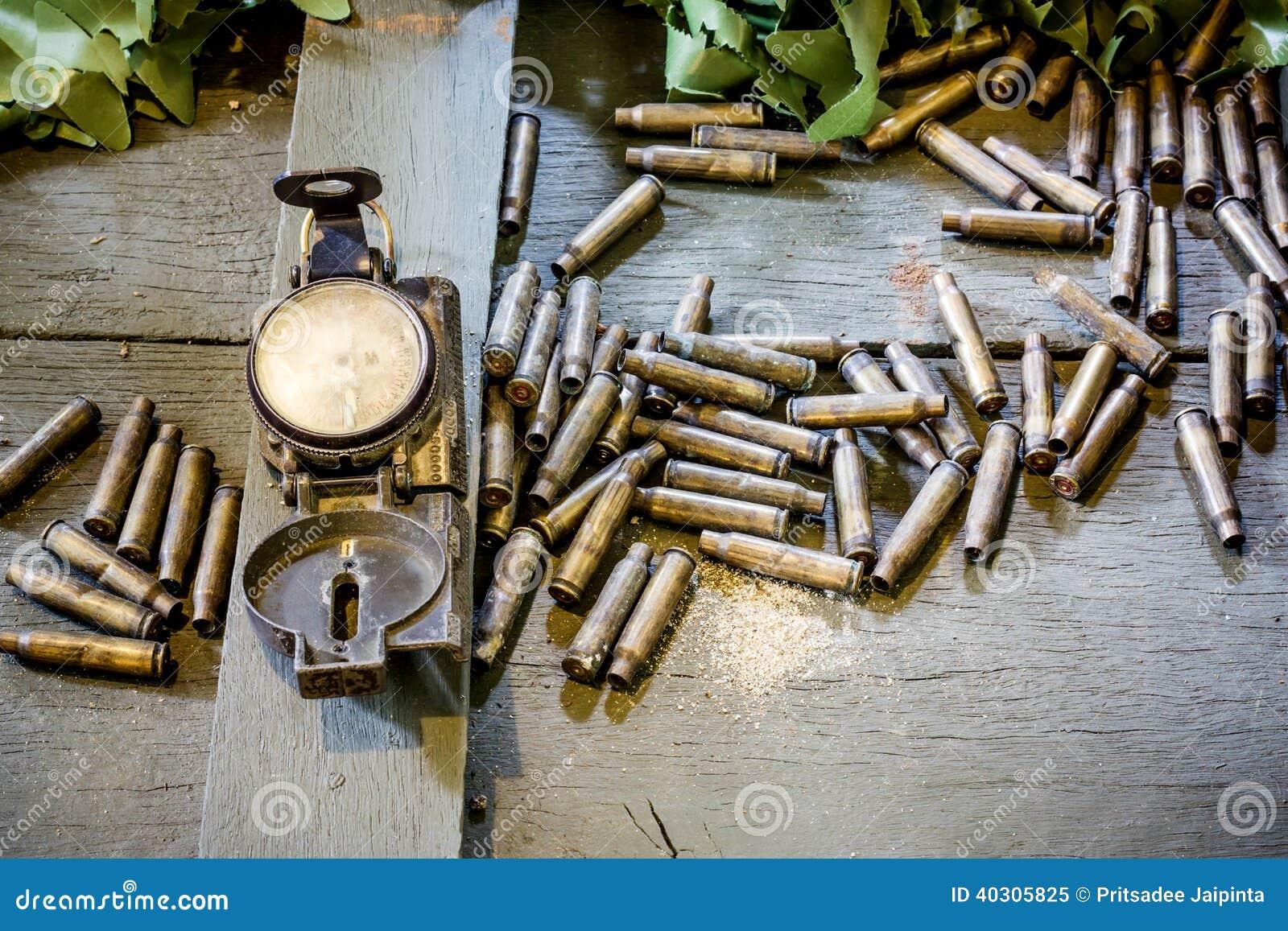 Старые компас и пули армии