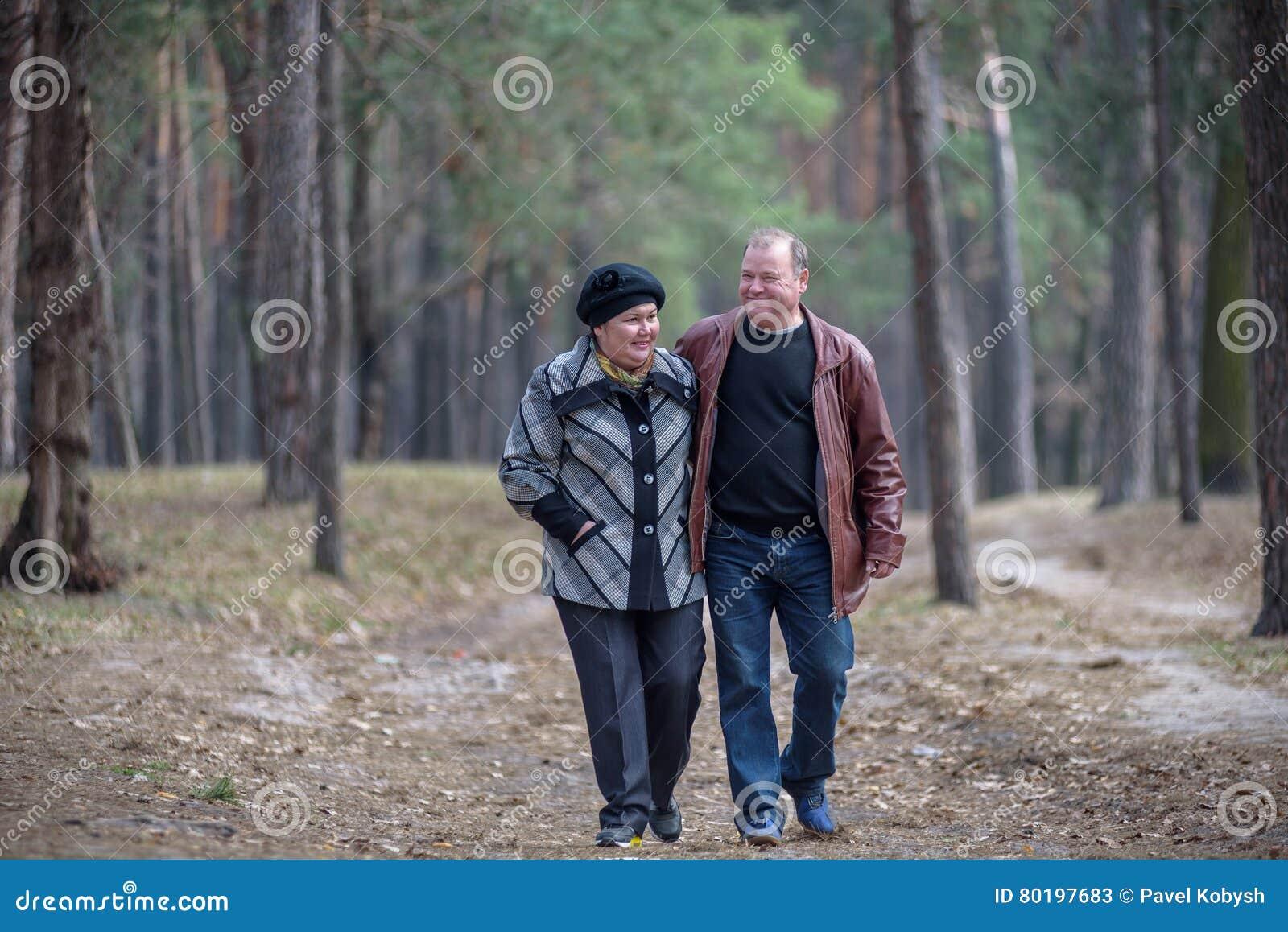 цвета парня имеют в лесу без