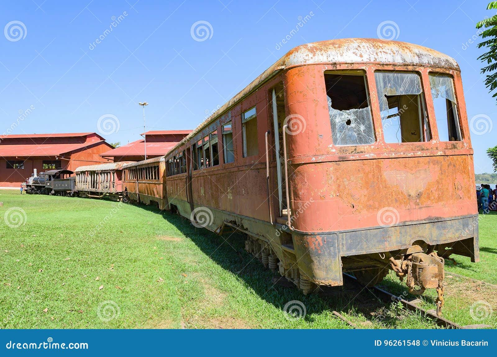Старые поезда которые туристические достопримечательности на Estrada de Ferro Делать