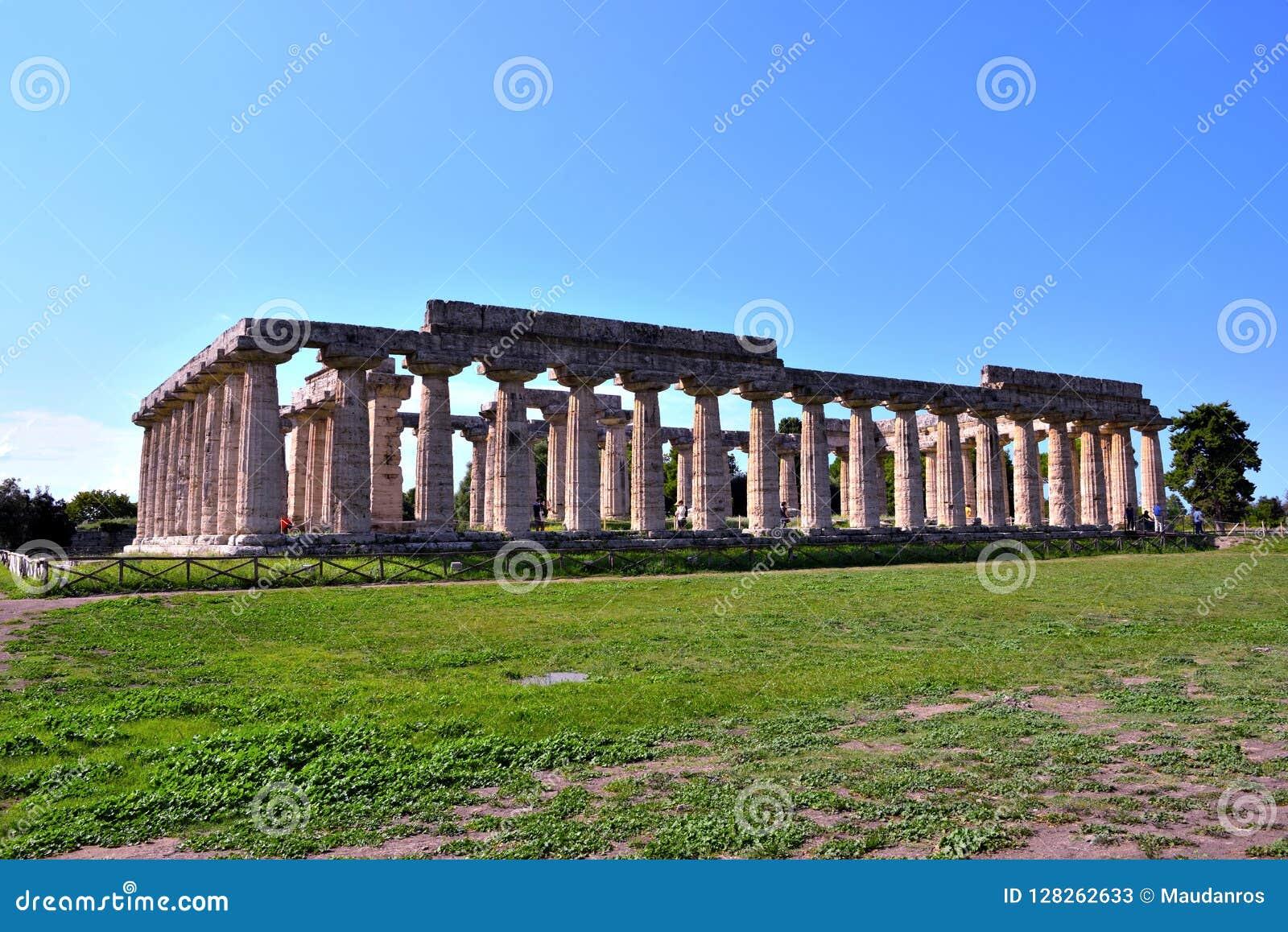 Старые руины Paestum Италия