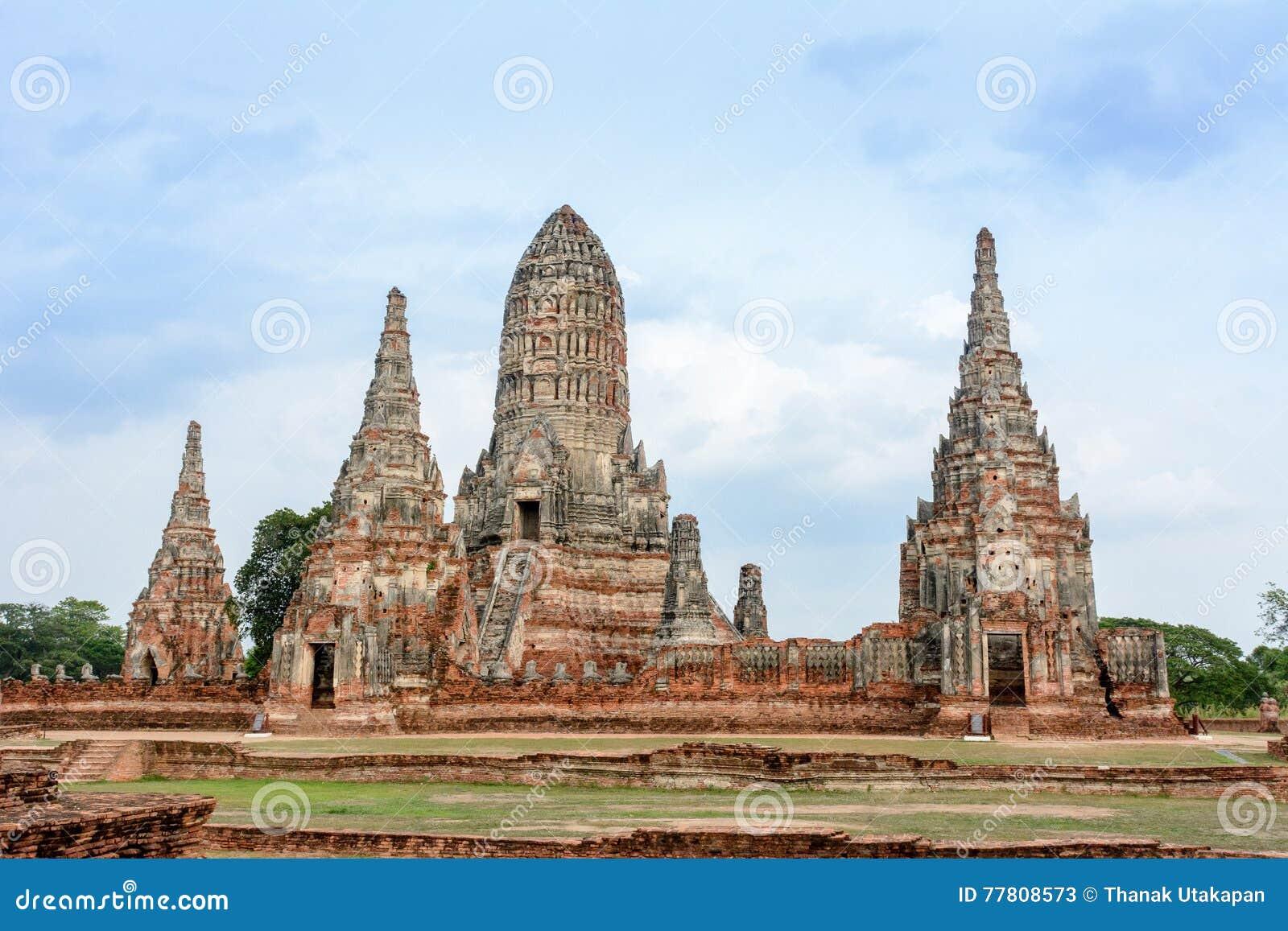 Старые руины Wat Chai Watthanaram