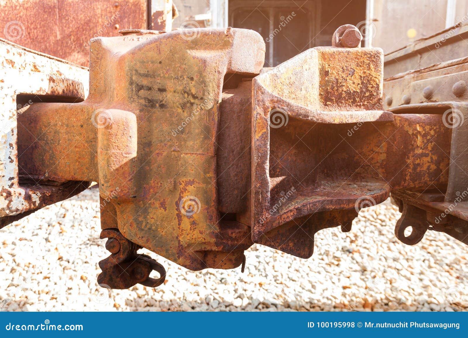 Старые соединения рельса ржавчины