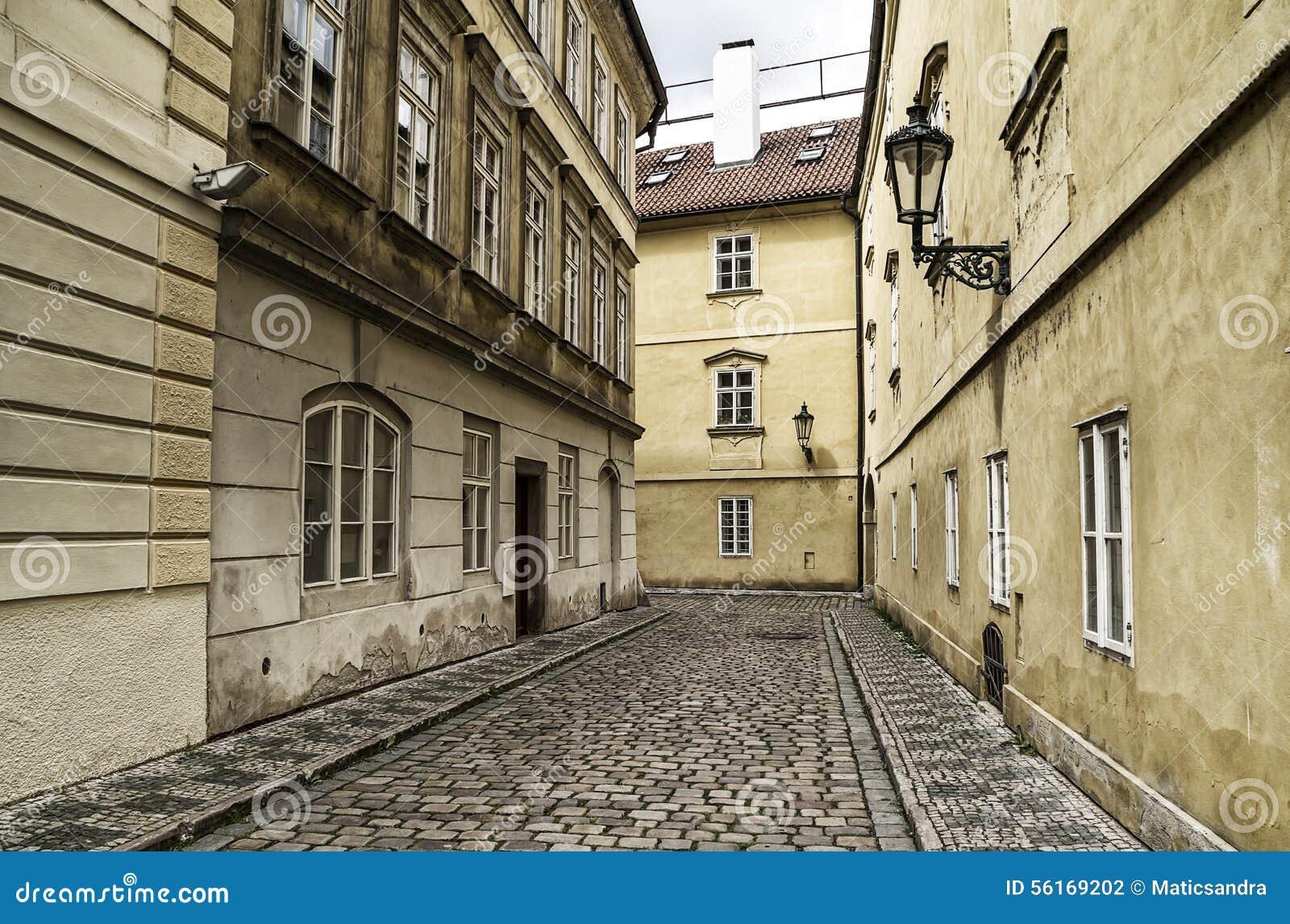 Чешский пикап на улице праги фото 231-275
