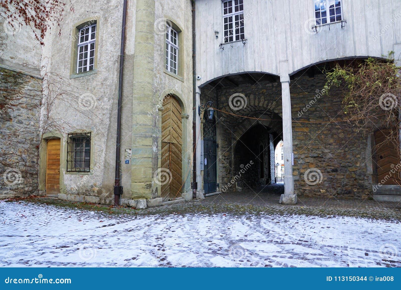 Старый замок в bulle в грюйере в южной Швейцарии