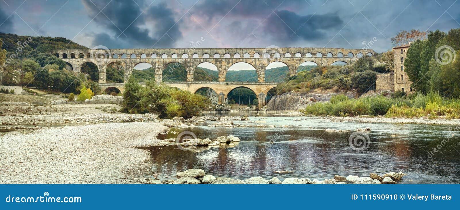 Старый мост-водовод Pont du Гара римский Франция, Провансаль